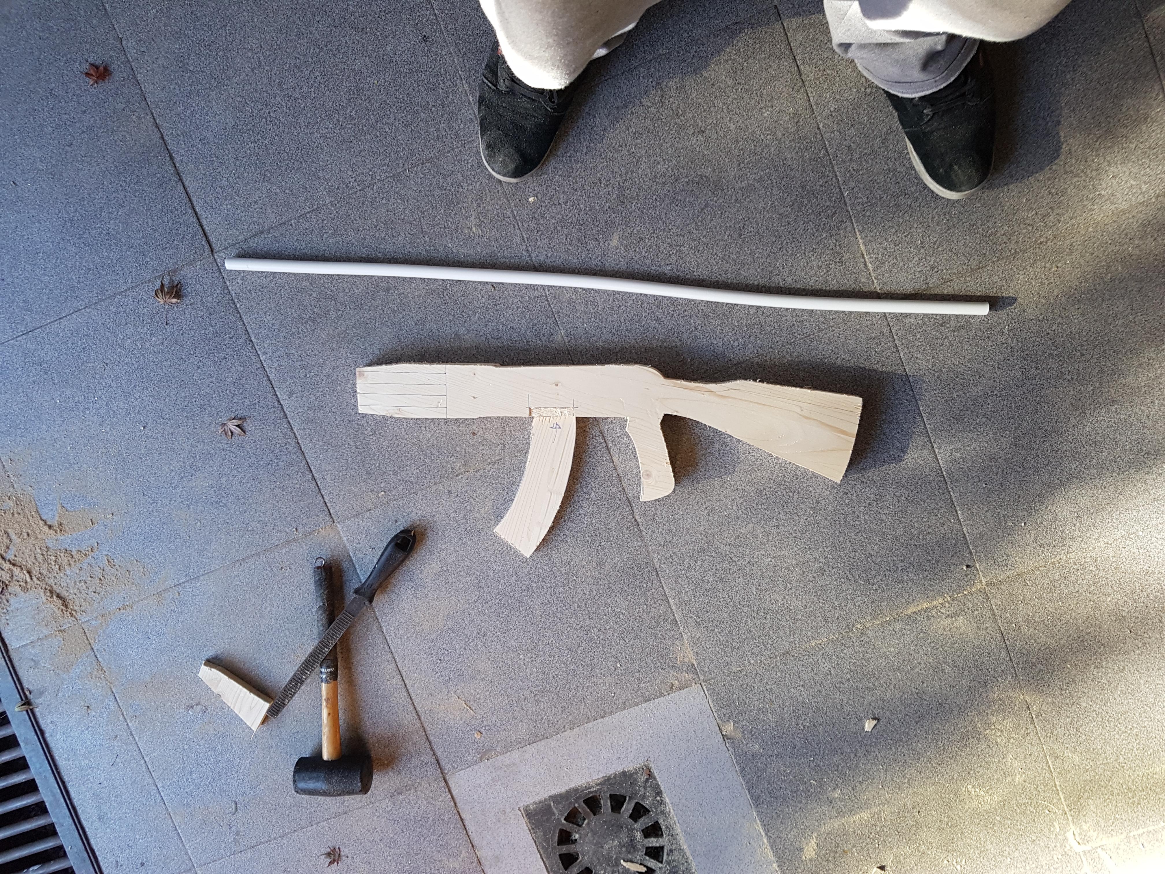 Estoy Haciendo Un Ak 47 De Madera Fotos Insaid Forocoches # Muebles Lijados