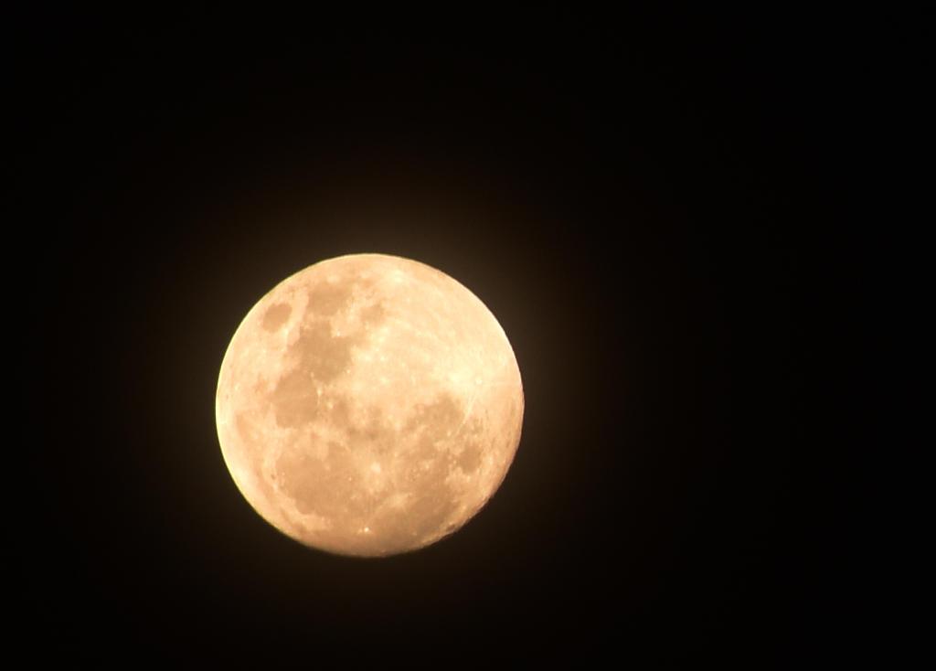 Full Moon by BlacksmithOWY