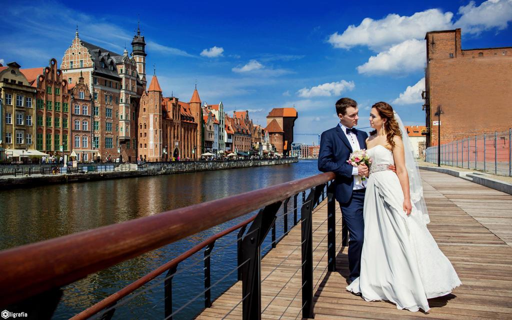 Beautiful couple in beautiful Gdansk by poezja
