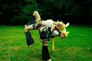 Rin and Len by SakuraCherry7
