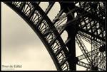 Eiffelturm Bogen II