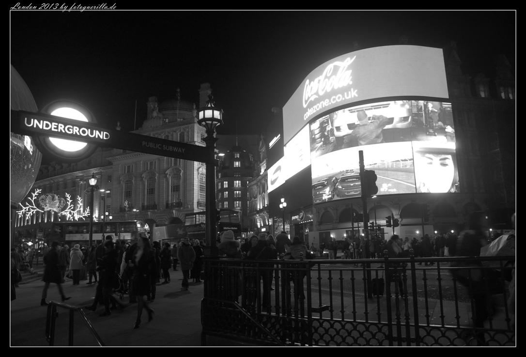 Piccadilly Circus by fotoguerilla