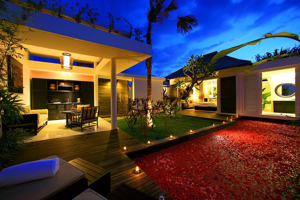 Ranadi Villa at night by learningfundamentals