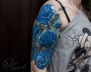 Blue roses by Olggah