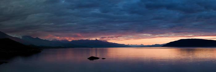 Lavangsfjorden by calleartmark