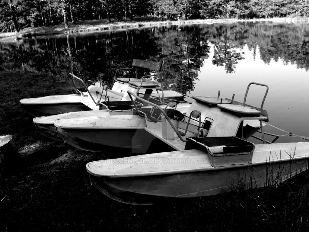 Boats by the lake by Bozzenheim