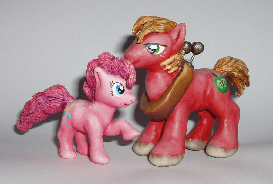 Big macintosh and Pinkie Pie by DaOldHorse