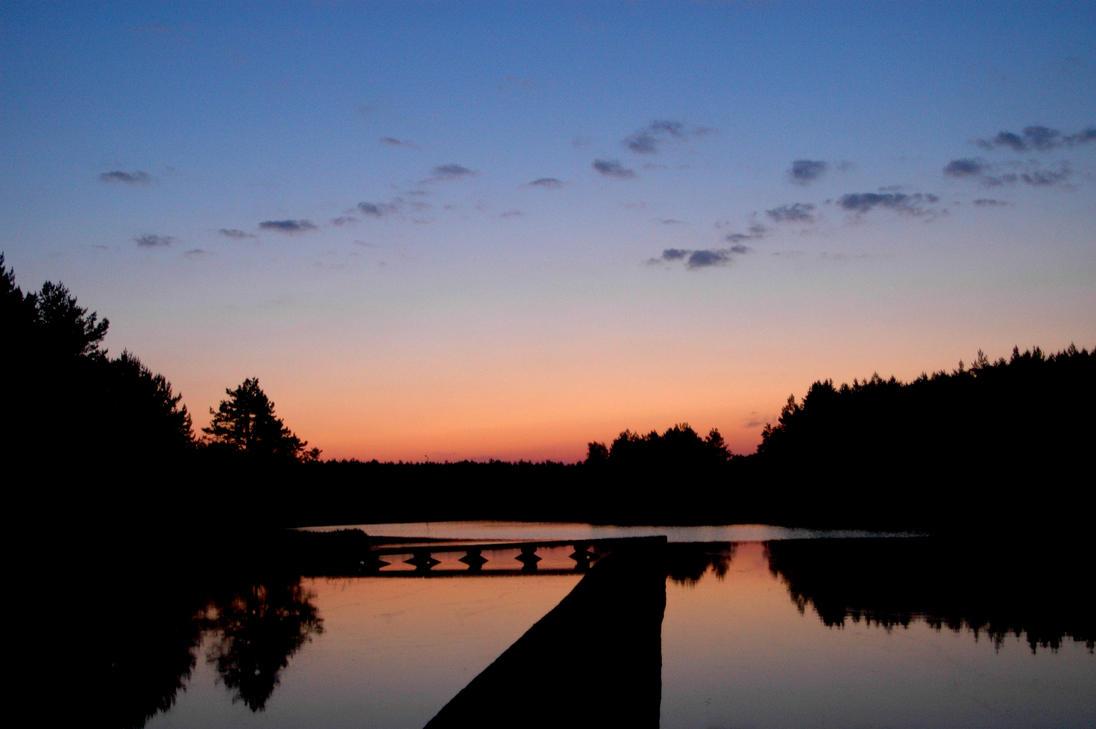 sunrise in Majdan Sopocki, Poland by morderczekiwi