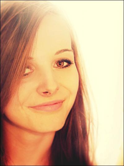 smilee by CasheeFoo