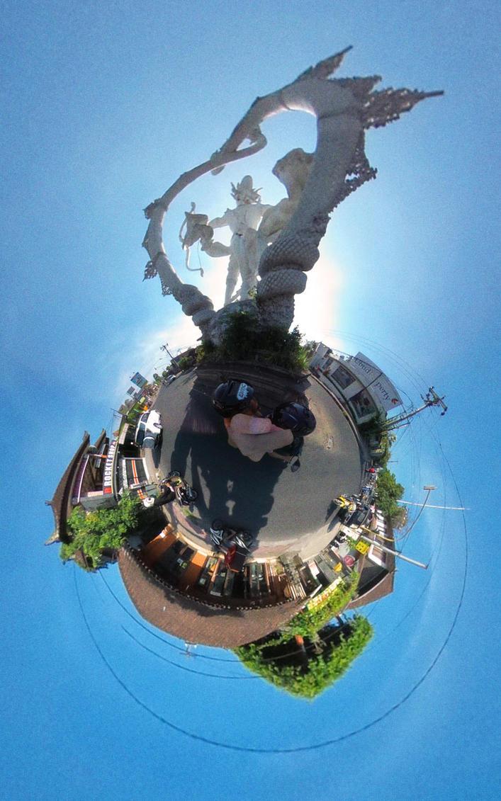 Planet Ubud - belakang patung Arjuna by RynoBengawan