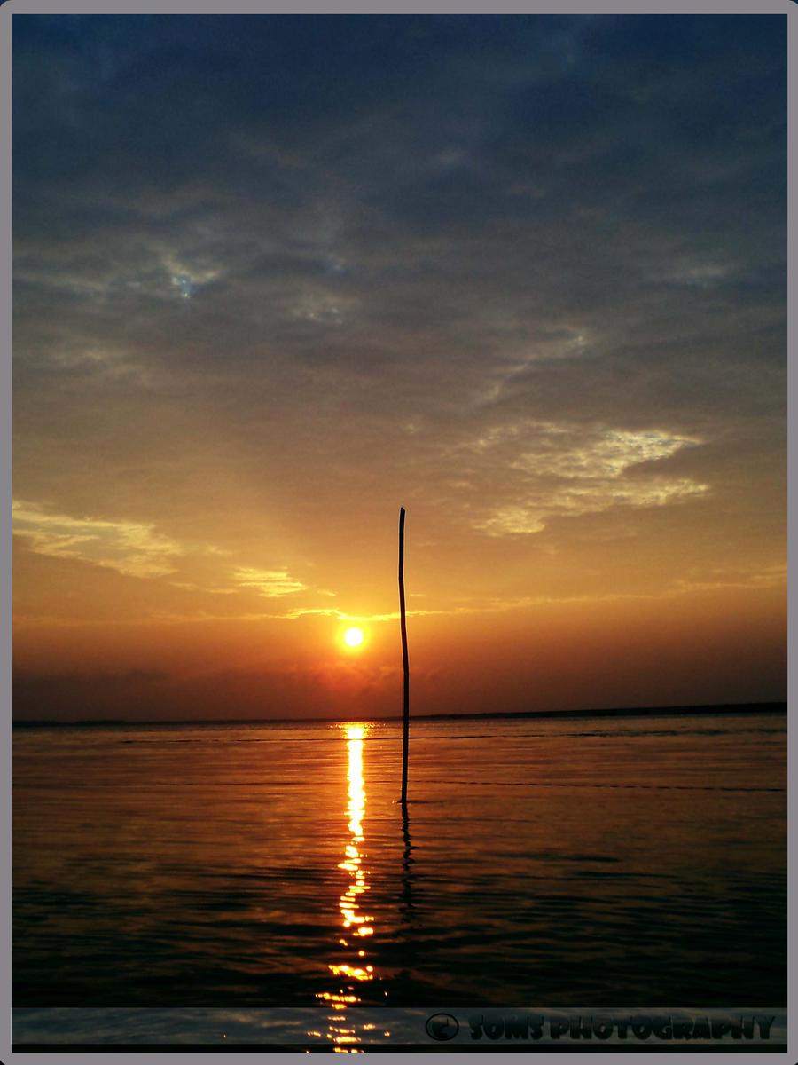 Calm sunrise by SomsThinking