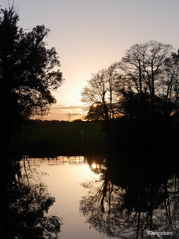 Sunset reflections by ancoben