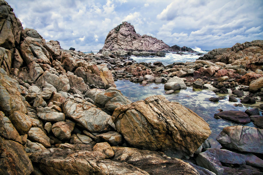Sugarloaf Rock by Aztil