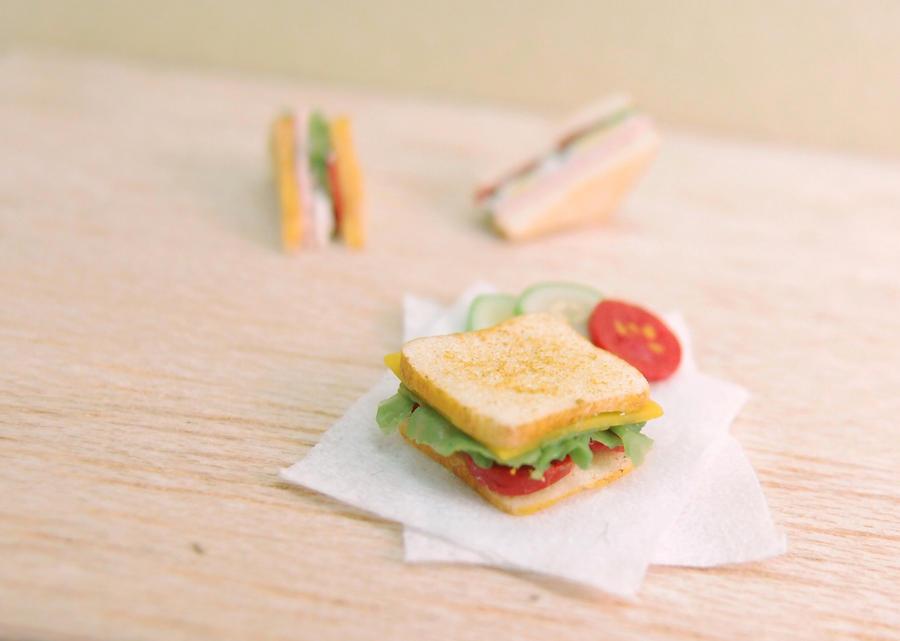 1:12 Tomato sandwich by Nassae