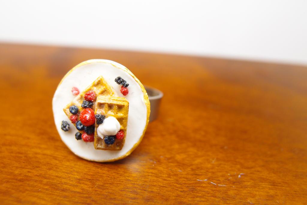 Berries waffle ring by Nassae