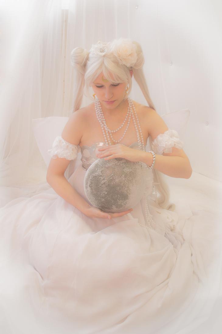 Moon by UsagiChiba-Selenit