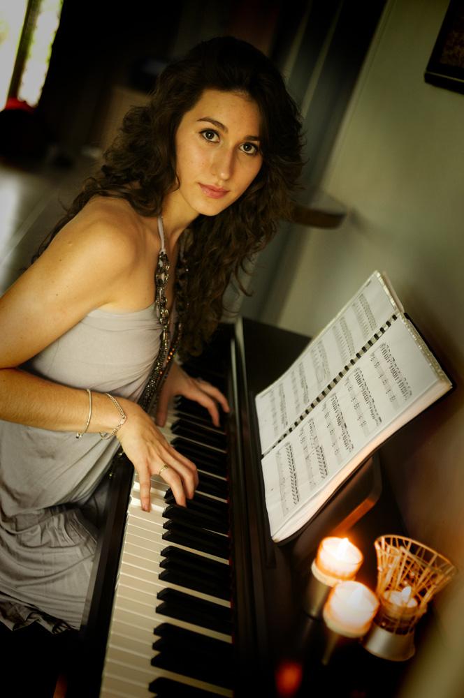 Infocus:PianoI by 16Ice-Heart16