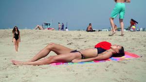 Tiny Hailee Steinfeld at the Beach