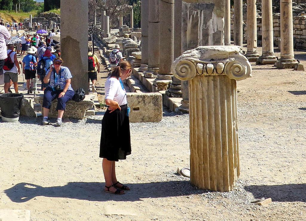 Imitating the Column, or Shadows Play by tahirlazim