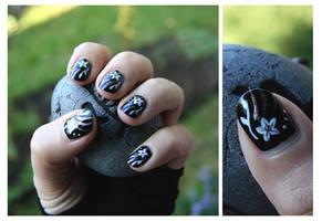 Nail Art: Black Flower by GinkgoWerkstatt