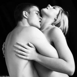kiss me by artdibujar