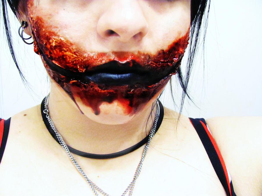 Chelsea grin makeup