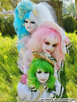 Colorful Costumes on Displaced Background GIMP Tut
