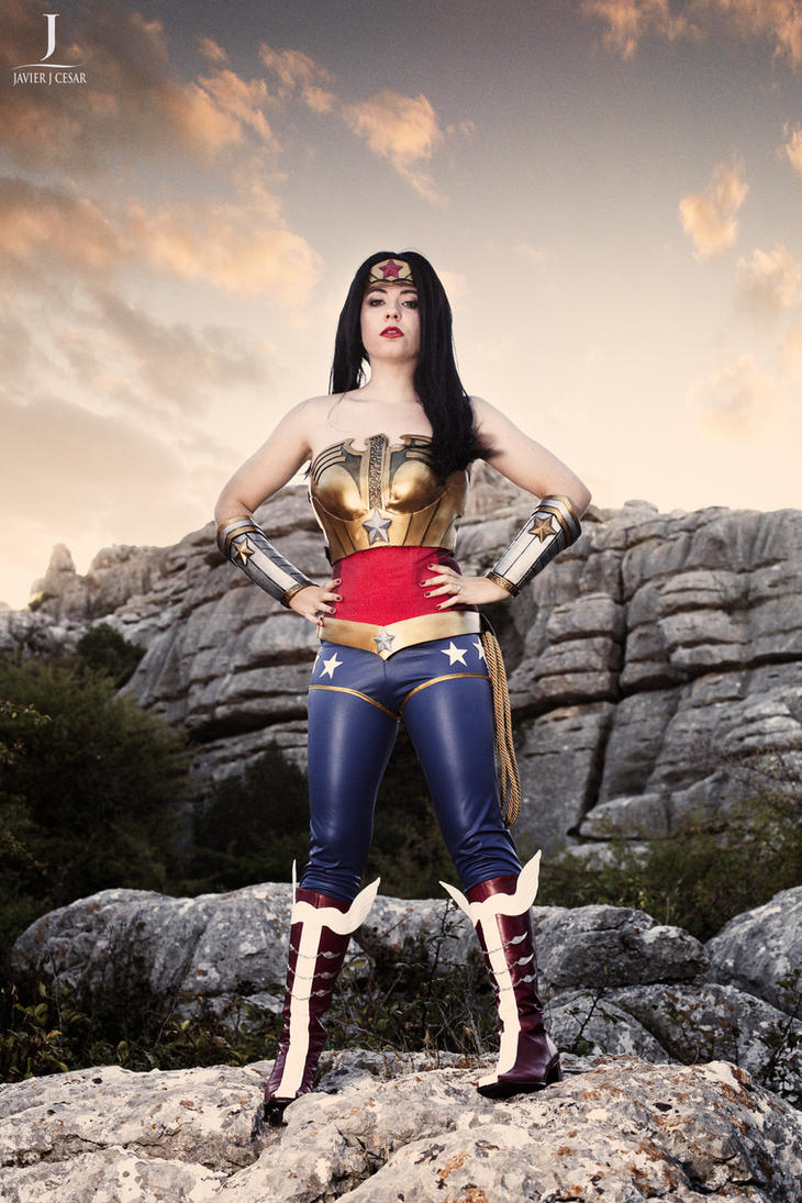 Wonder Woman Injustice by LeydaCosplay