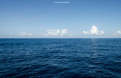 In the middle of the Sea by ElMenor2393