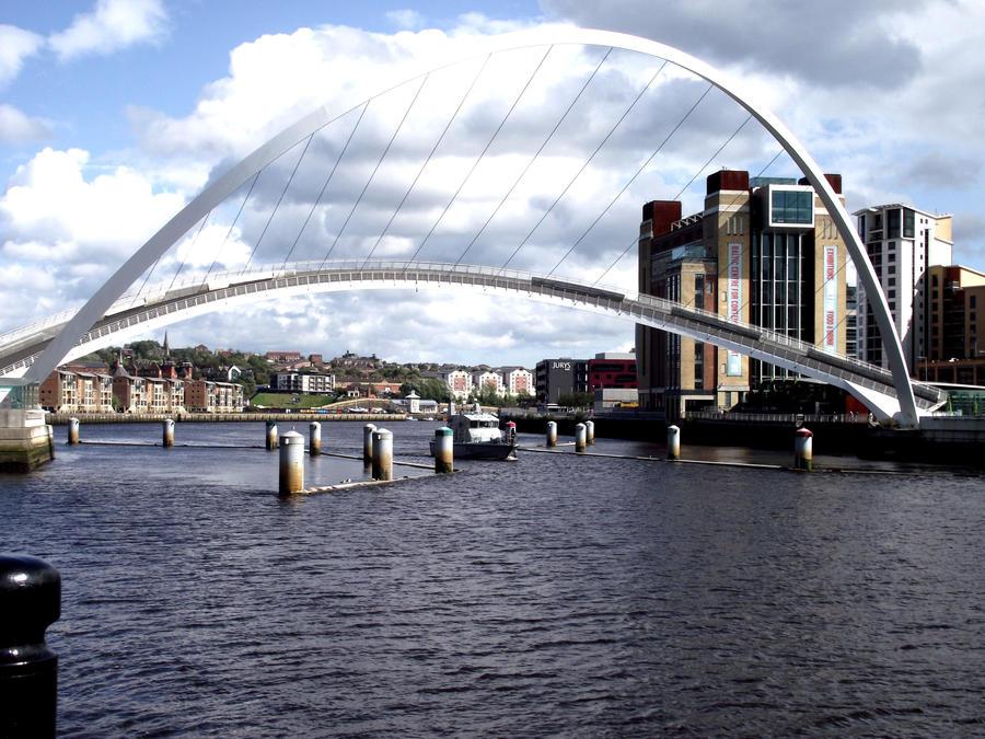 Gateshead Millennium Bridge by ak21626
