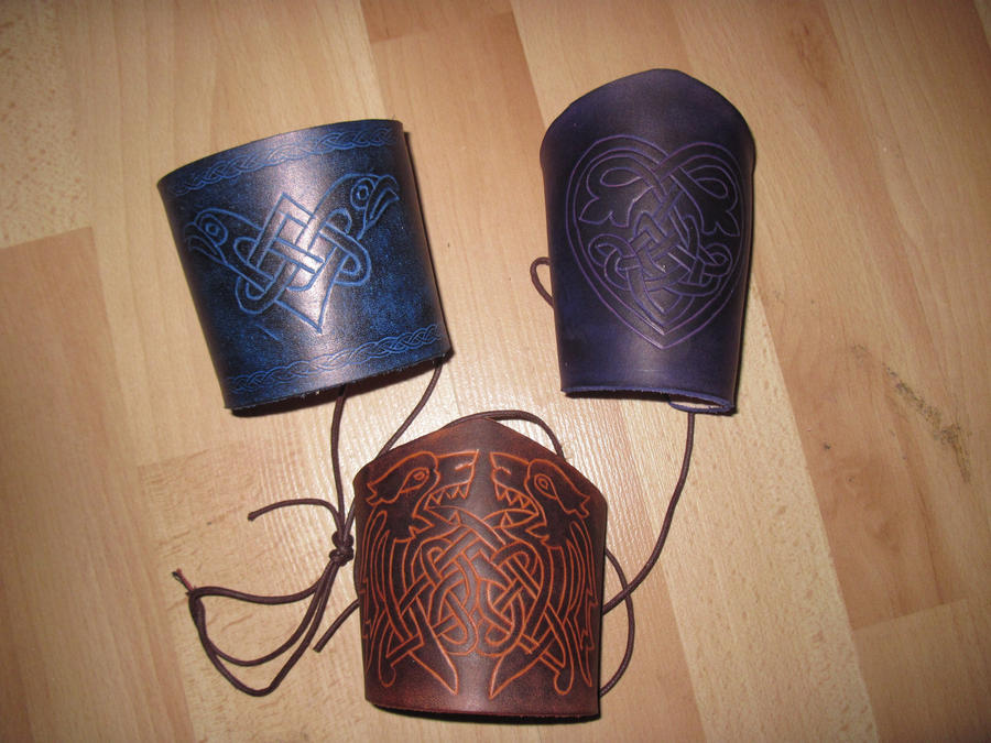 Celtic bracer carved by akinra-workshop