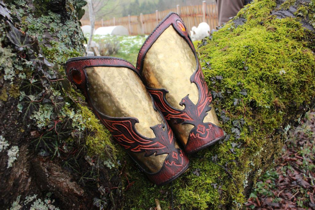 Fulgarath armor : the bracers by akinra-workshop