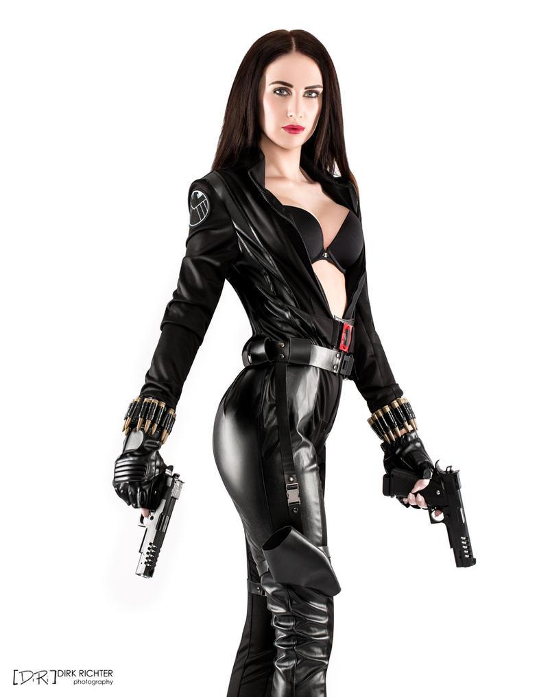 Black Widow by DiRi