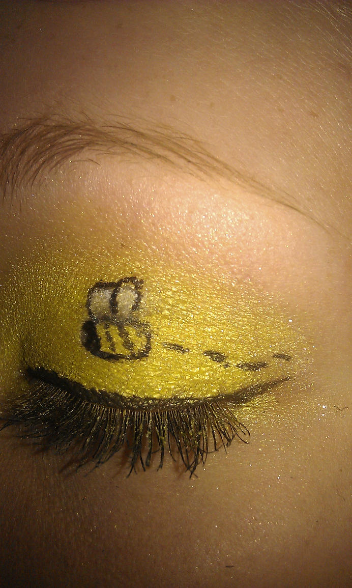 Bee make-up by juliegregersen