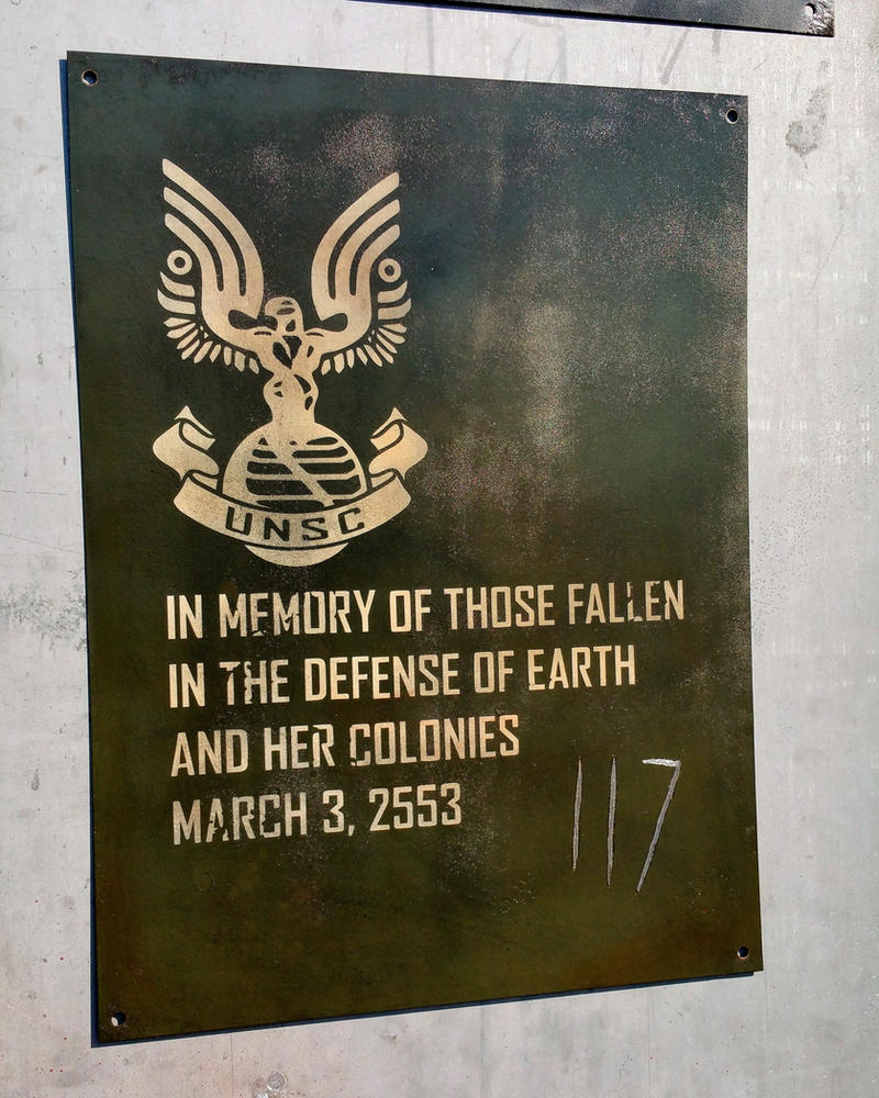 Halo 3 Memorial Sign by JohnsonArmsProps