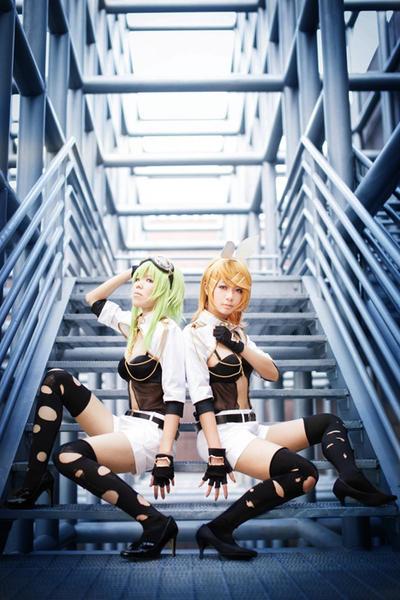 Vocaloid : I N V I S I B L E by TsubakiG