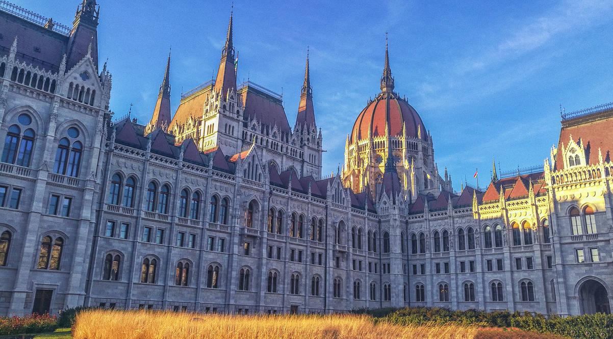 Hungarian Parliament Building by ferrohanc