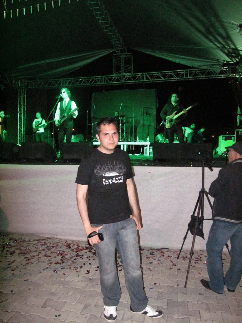 concert by kertenkelem