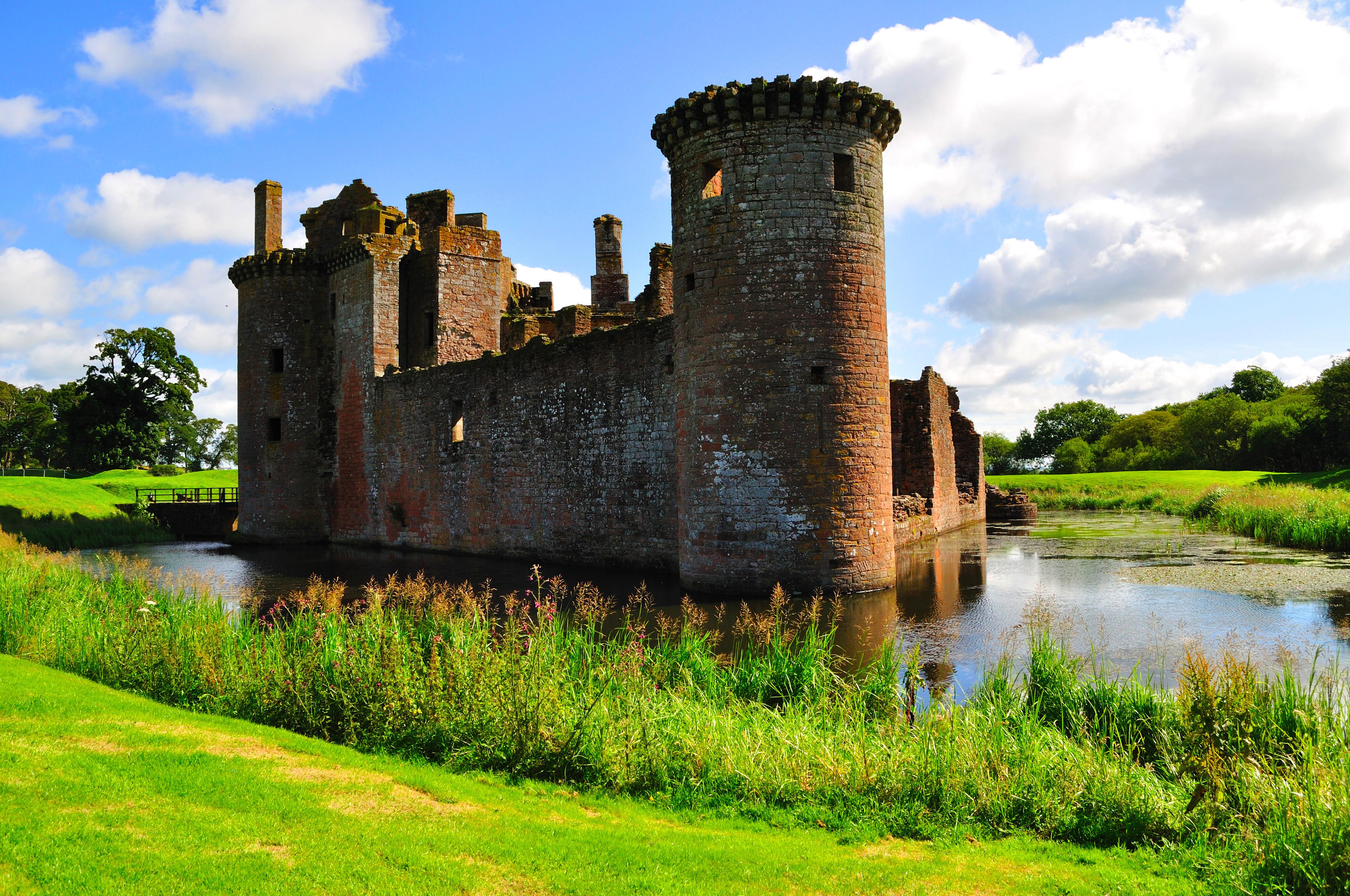 Caerlaverock castle by dcheeky