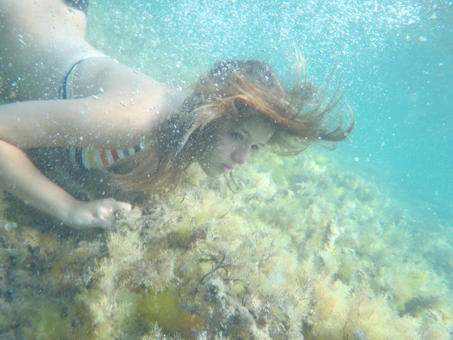 Underwater by XsquirrelXhaterX