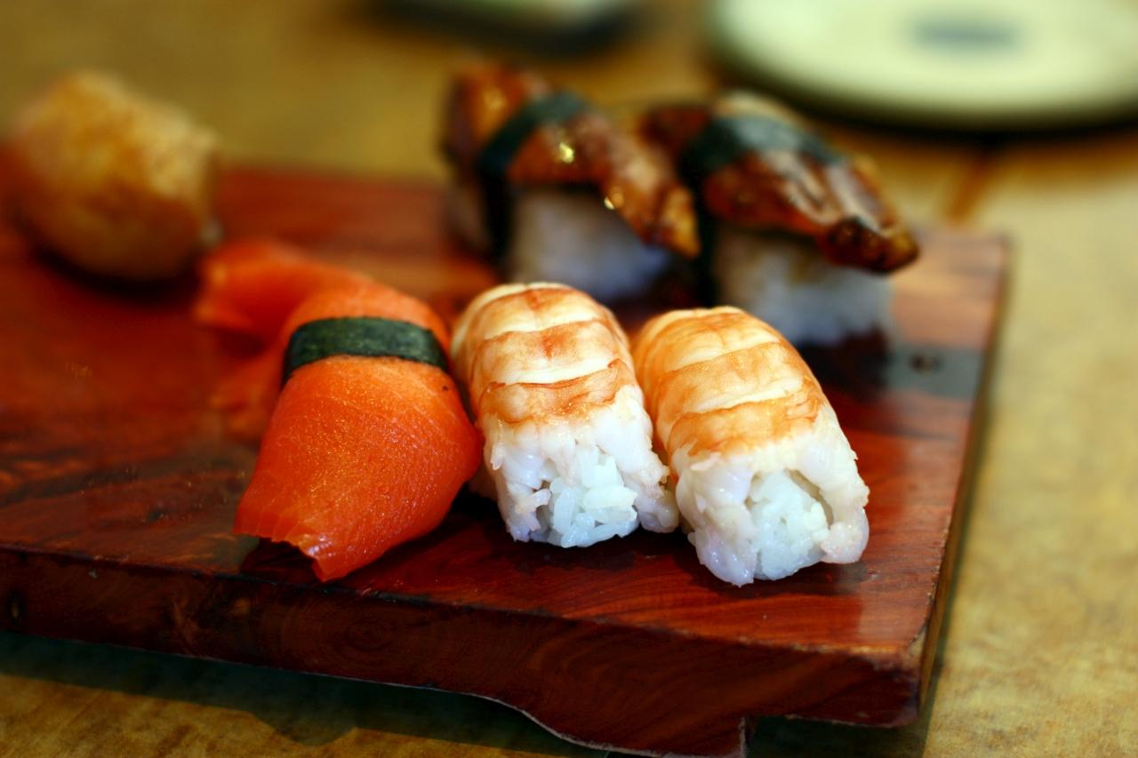 IMAGE: http://fc06.deviantart.net/fs71/f/2010/261/9/4/shrimp_nigari_sushi_by_forthewinwinx3-d2z0q46.jpg
