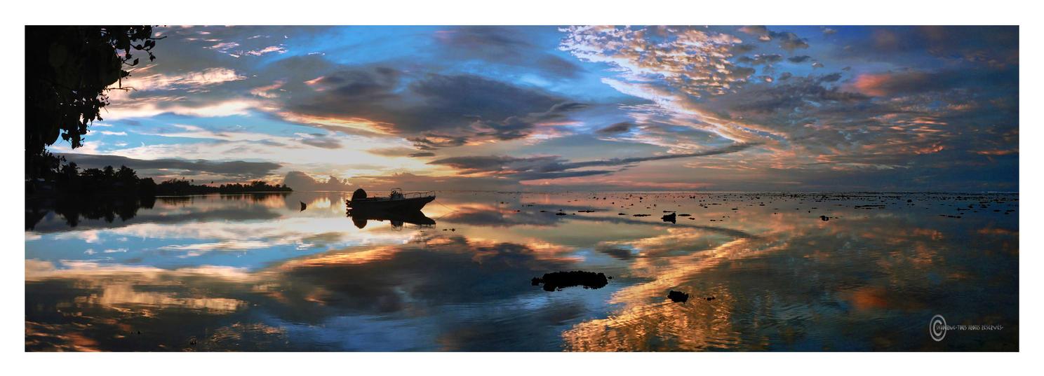 Reflet Barque Ciel Moorea by Satourne
