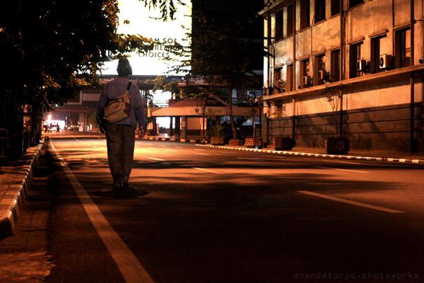 Midnight Walk by syuryow