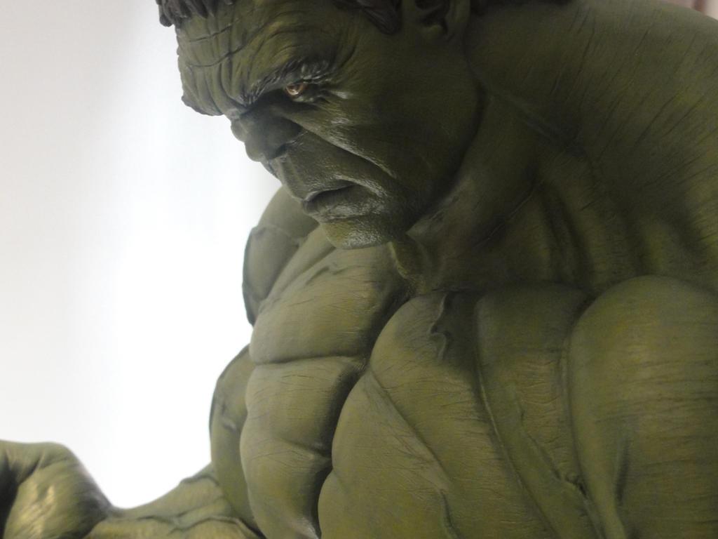 Hulk Smash 1/4 Scale 3 by Mutronics