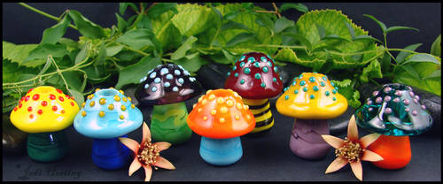 Glass Mushroom Dready Beads by andromeda