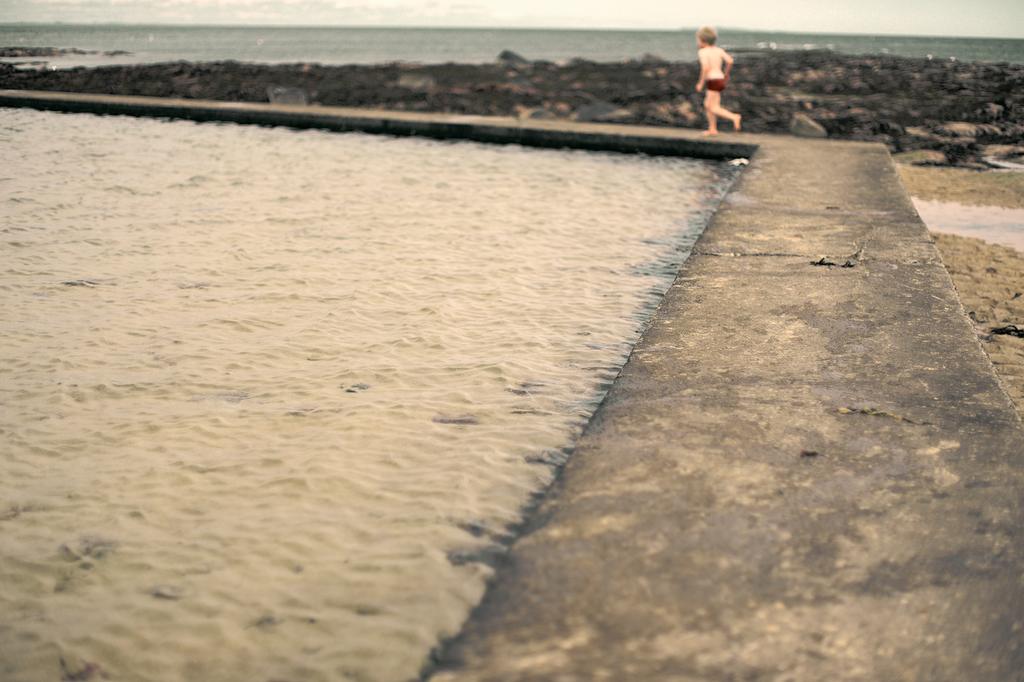 Water Walk III by tamaskatai