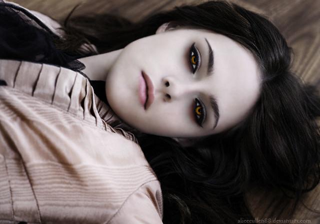 http://fc07.deviantart.net/fs50/f/2009/332/1/6/Bella_Cullen_manipulation_by_AliceCullen88.png