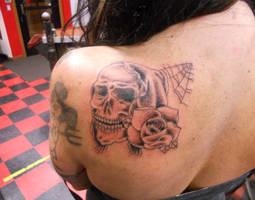 Skull And Rose by TANQUE86