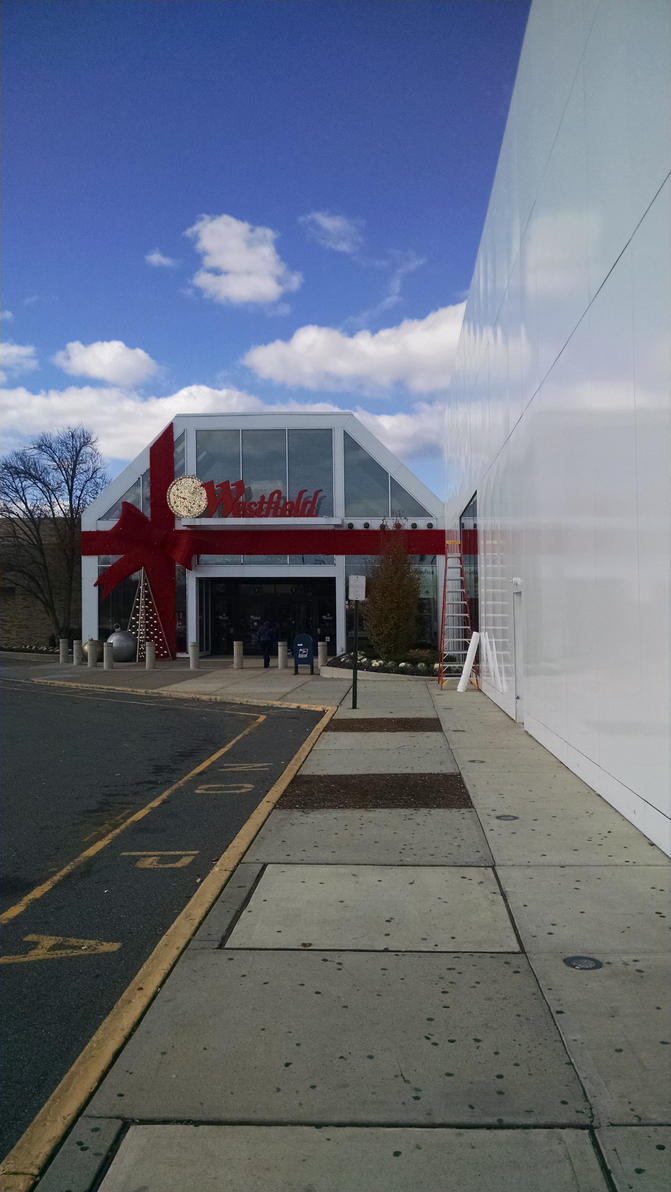 Entrance to Garden State Plaza by hot293wildcat