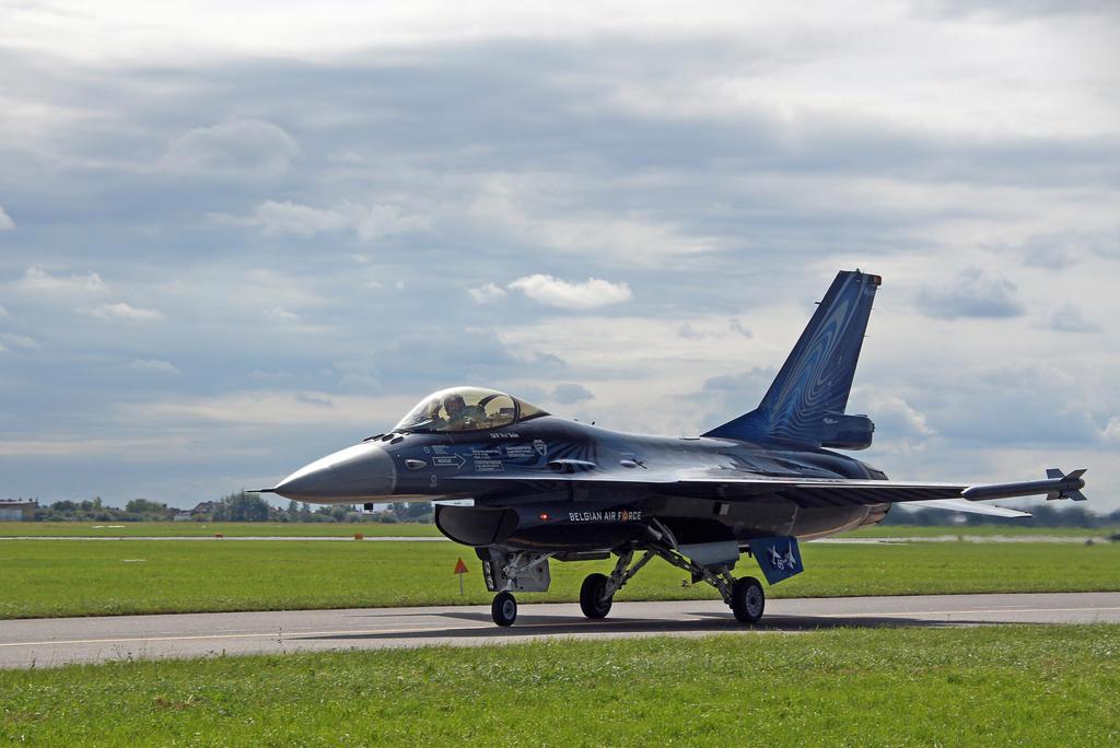 F16 by Konrad22